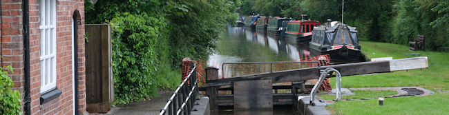 Trapped boats queuing at Marbury lock